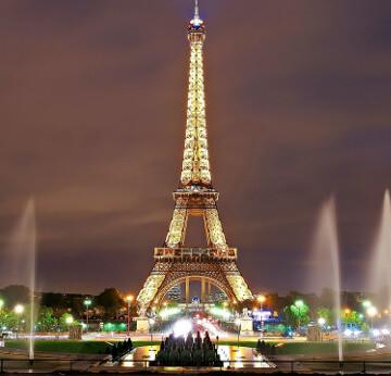 Paris et sa Tour Eiffel de nuit