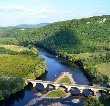 Pont sur la Dordogne en Aquitaine